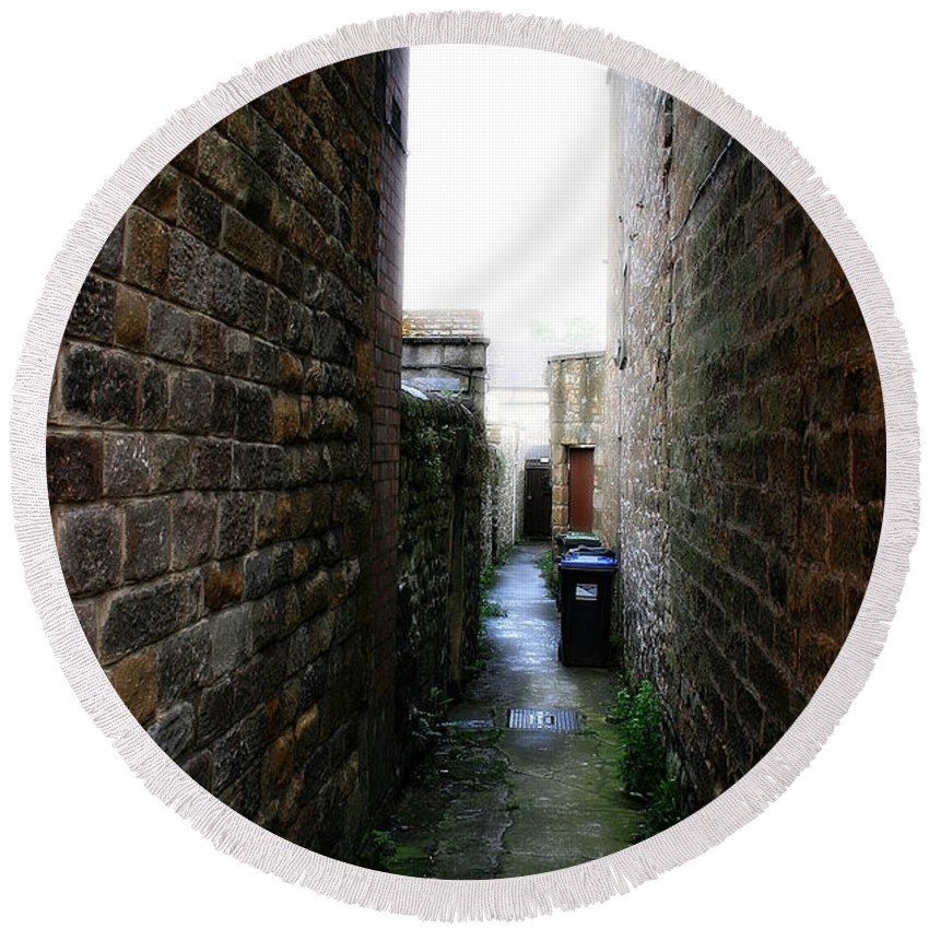 Garden Round Beach Towel featuring the photograph Typical English Back Alley by Doc Braham