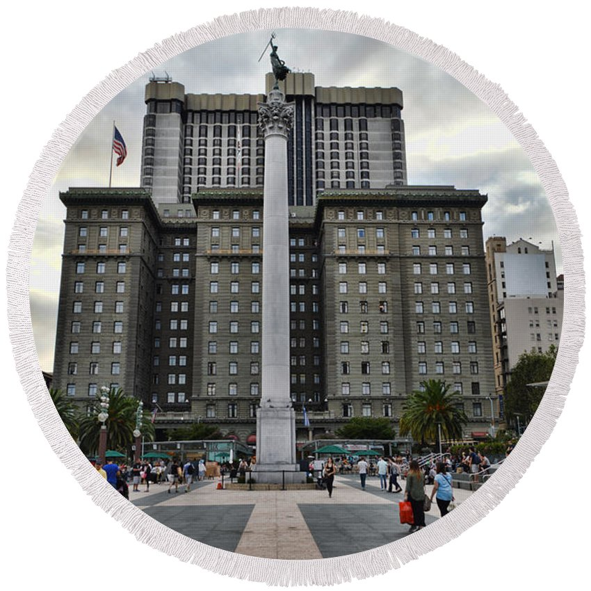 San Francisco Round Beach Towel featuring the photograph Union Square Courtyard by Tommy Anderson