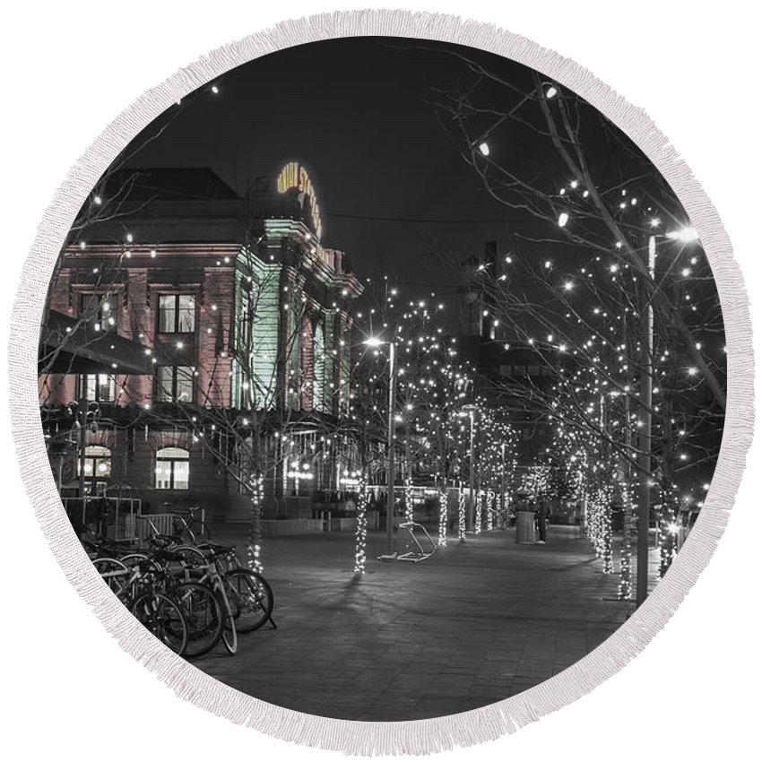 Bare Trees Round Beach Towel featuring the photograph Union Station In The Winter by Juli Scalzi