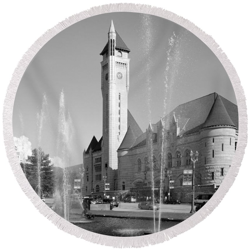 Black And White Round Beach Towel featuring the photograph Union Station Saint Louis Mo by Bill Cobb