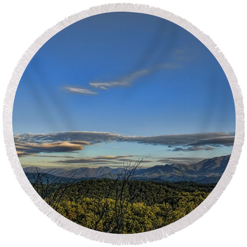 Tennessee Round Beach Towel featuring the photograph Upslope Flow by Steven Richardson