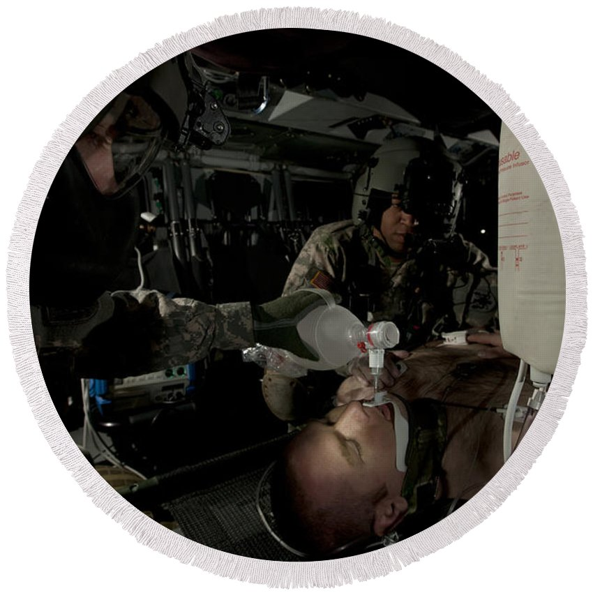Army Round Beach Towel featuring the photograph U.s. Army Medics Simulating Ventilation by Terry Moore