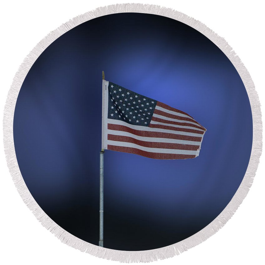 Usa Round Beach Towel featuring the photograph Usa Flag 09 by Thomas Woolworth