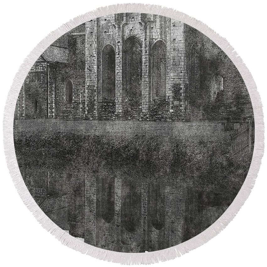 Valle Round Beach Towel featuring the photograph Valle Crucis Abbey by Brainwave Pictures