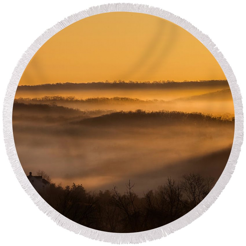 Sunrise Round Beach Towel featuring the photograph Valley Fog by Bill Wakeley