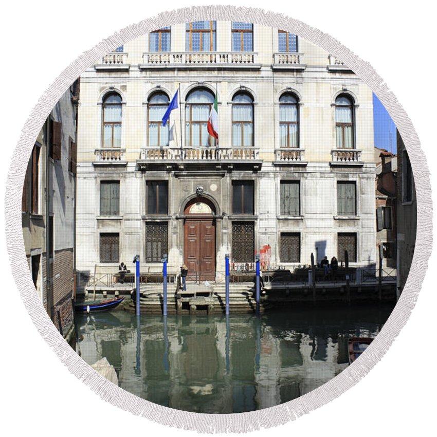 Grand Canal Venice Italy Gondola Venetian Gondolier Romantic City Italian Europe European Gondolas Boat Building Traditional Windows Round Beach Towel featuring the photograph Venetian Canal by Julia Gavin