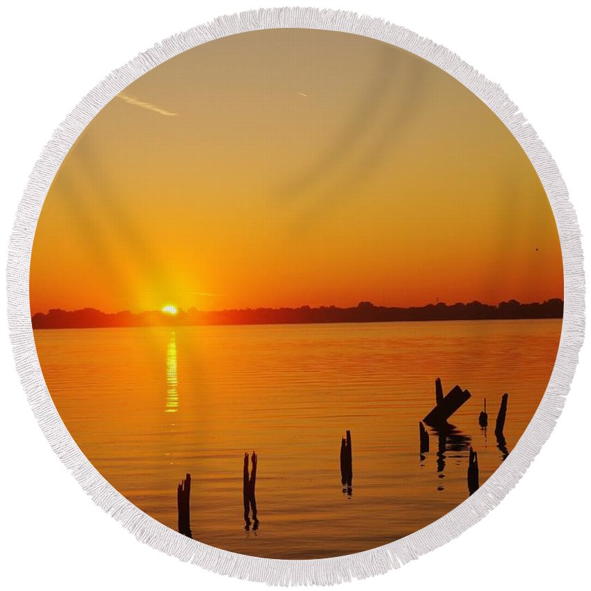 Sunrise Round Beach Towel featuring the photograph Vertical Ascent by Daniel Thompson