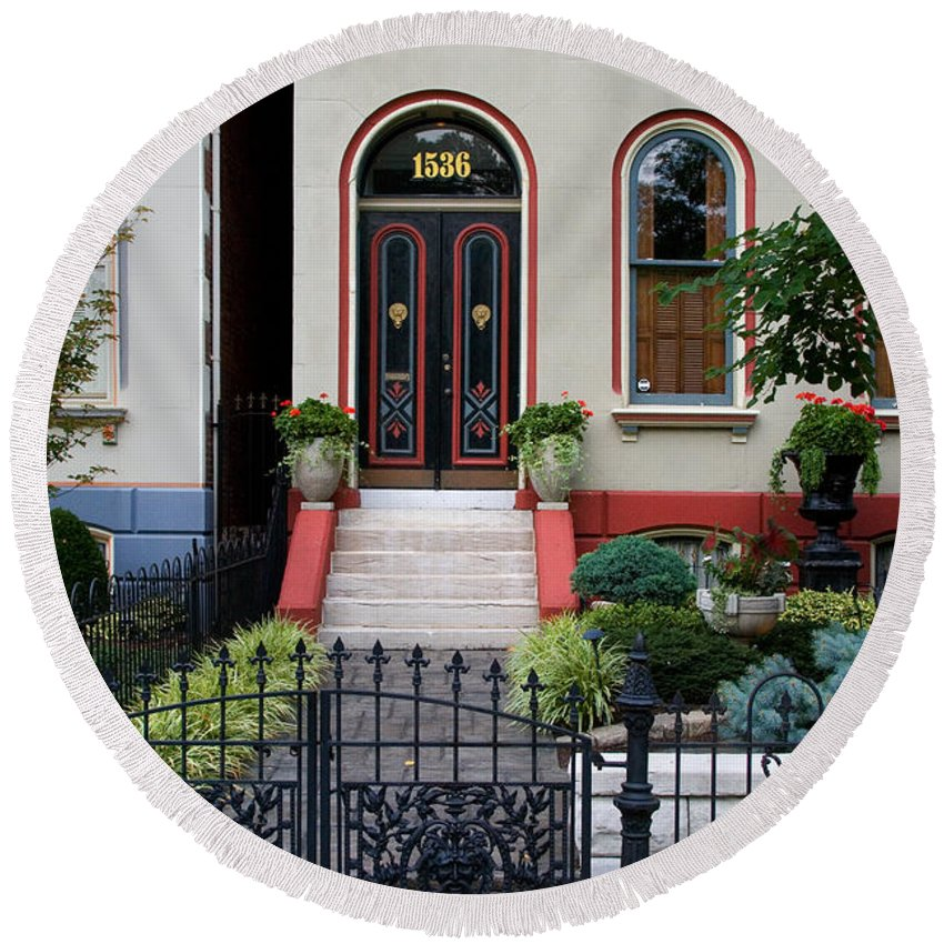 Victorian Round Beach Towel featuring the photograph Victorian House Lafayette Sq St Louis by Greg Kluempers