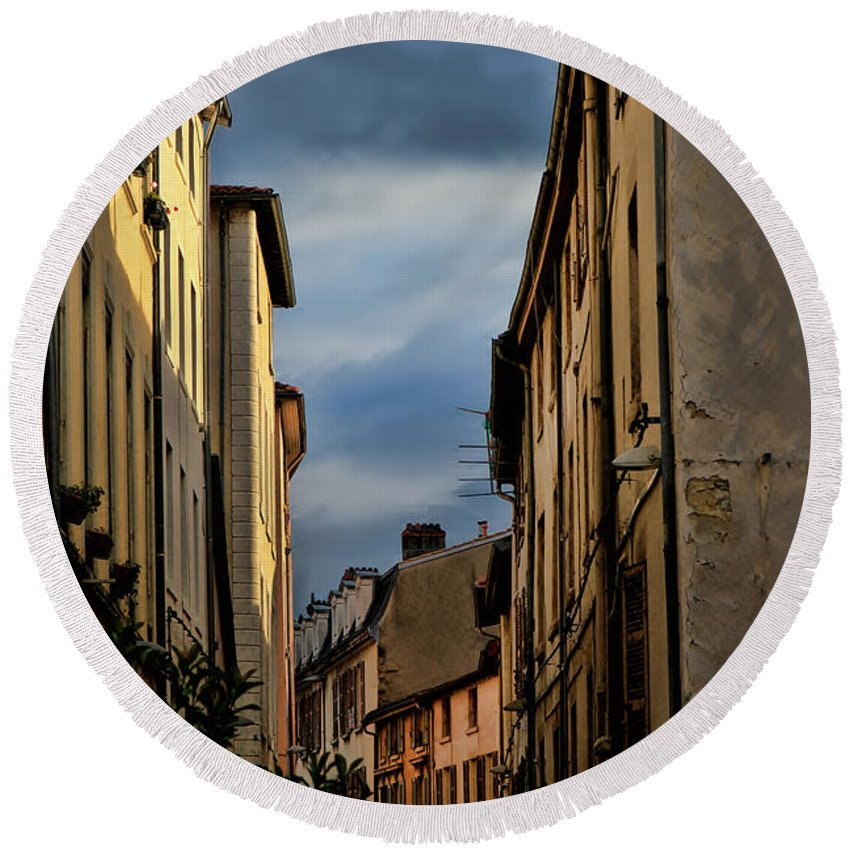 Europe Round Beach Towel featuring the photograph Vienne France by Tom Prendergast
