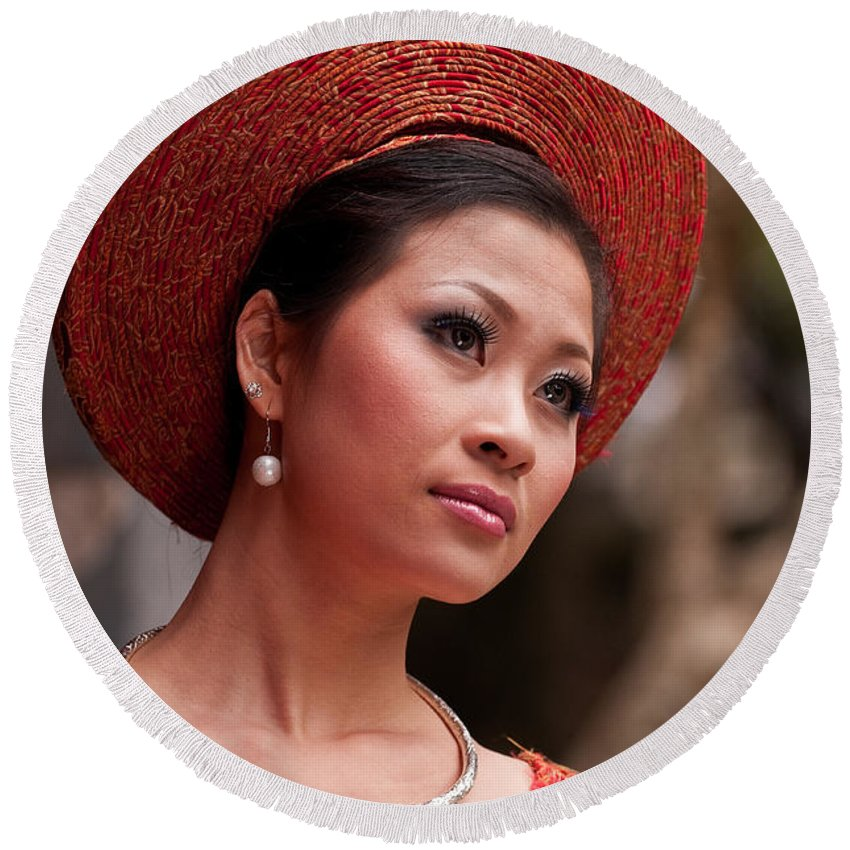 Vietnam Round Beach Towel featuring the photograph Vietnamese Bride 09 by Rick Piper Photography
