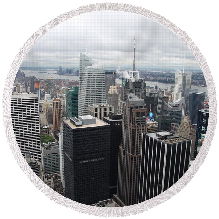 Skyline Round Beach Towel featuring the photograph View Over Manhattan by Christiane Schulze Art And Photography