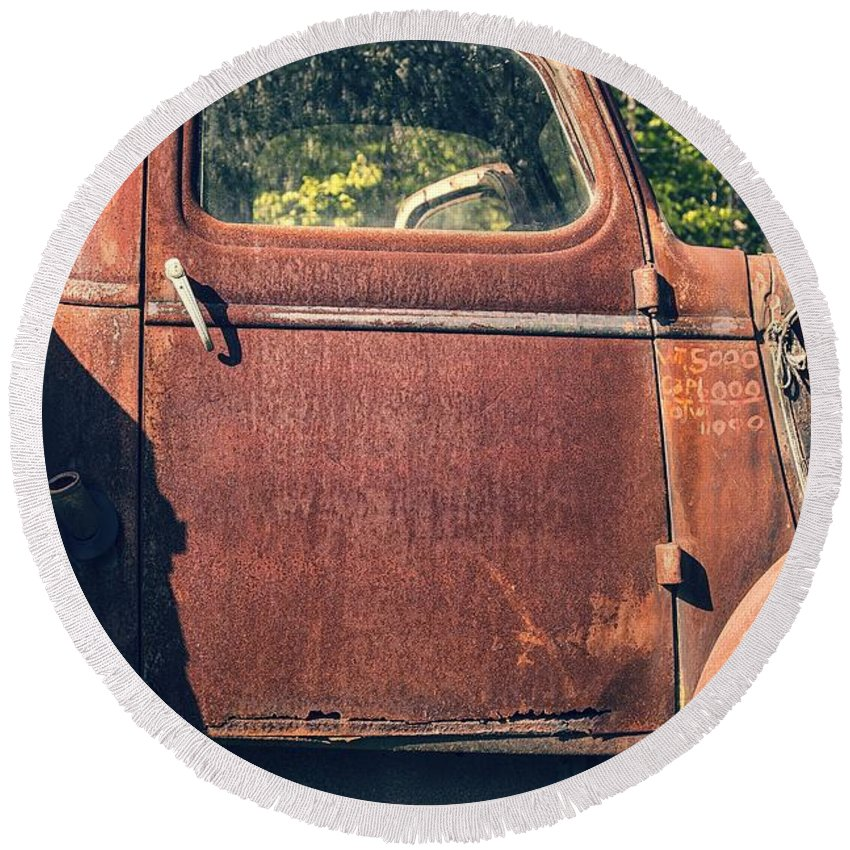 Quechee Round Beach Towel featuring the photograph Vintage Old Rusty Truck by Edward Fielding