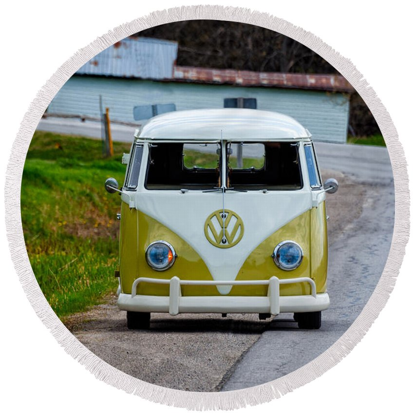Old Round Beach Towel featuring the photograph Vintage Volkswagen Bus by Les Palenik