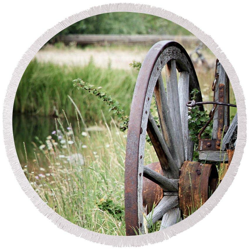 Wagon Wheel Round Beach Towel featuring the photograph Wagon Wheel In Grass by Athena Mckinzie
