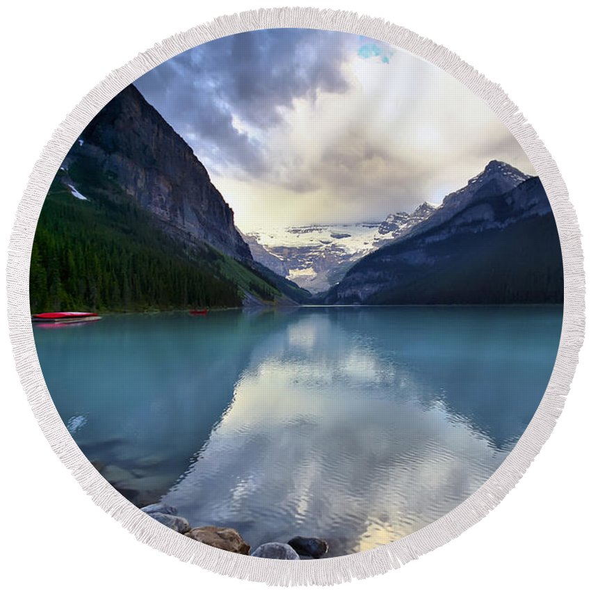 Lake Louise Round Beach Towel featuring the photograph Waiting For Sunrise At Lake Louise by Teresa Zieba