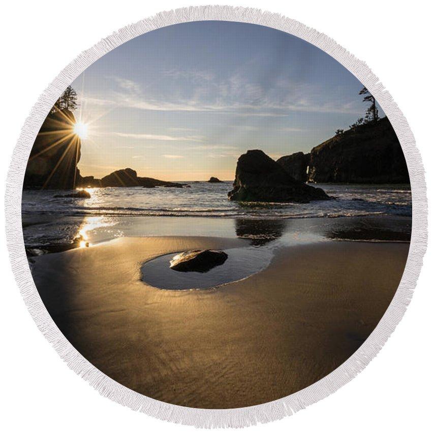 Washington Coast Round Beach Towel featuring the photograph Washington Beach Sunstar Dusk by Mike Reid