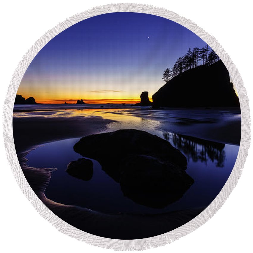 Washington Coast Round Beach Towel featuring the photograph Washington Coast Sunset Pool Of Radiance by Mike Reid