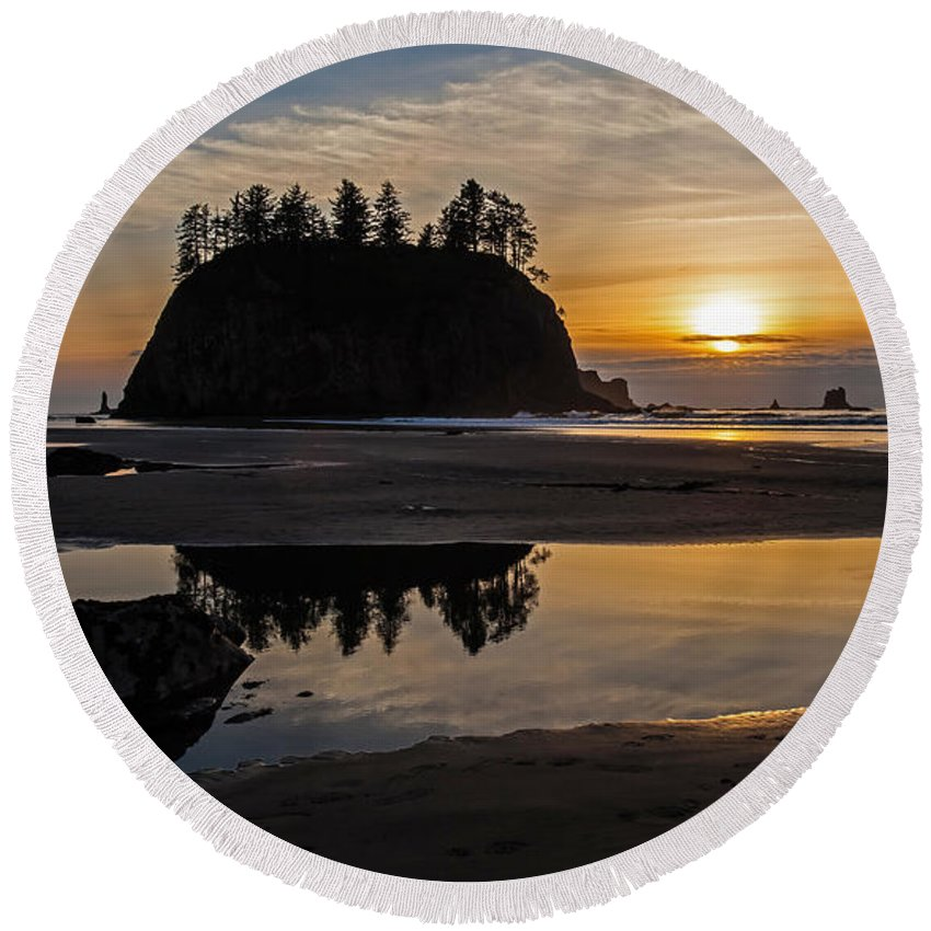 Pacific Round Beach Towel featuring the photograph Washington Coast Tranquility by Mike Reid