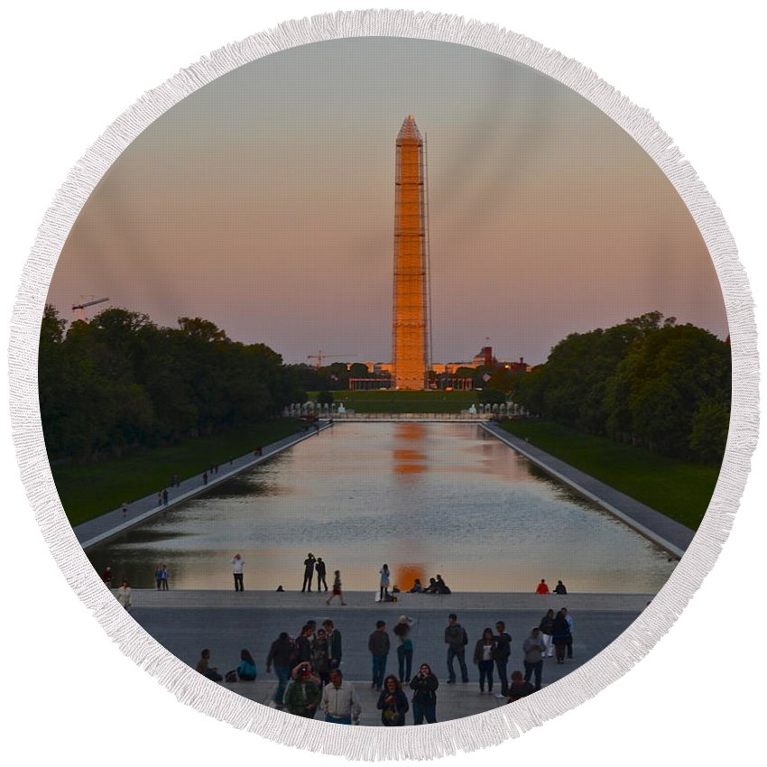 Washington Round Beach Towel featuring the photograph Washington Monument by Frozen in Time Fine Art Photography