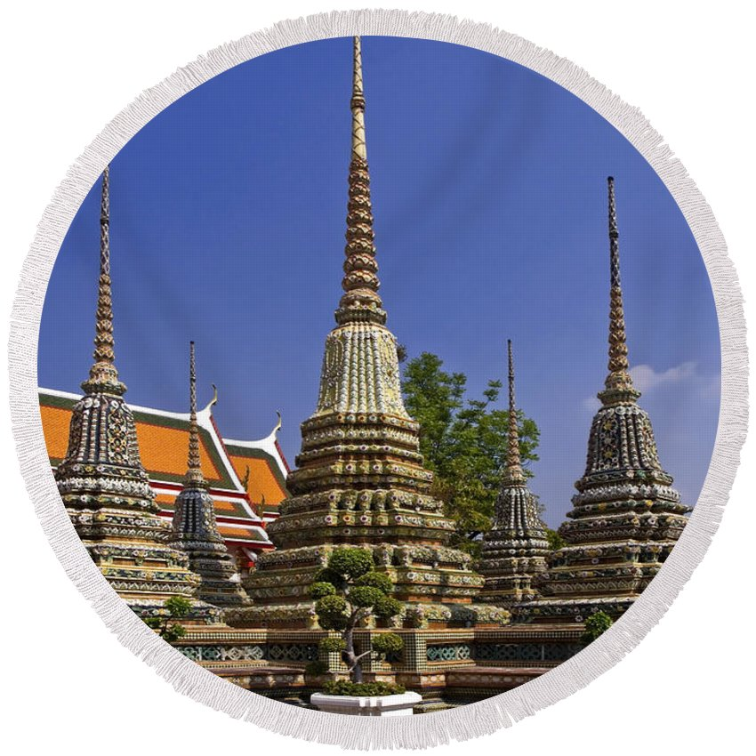 5 Chedis Round Beach Towel featuring the photograph Wat Pho Chedis by Sally Weigand