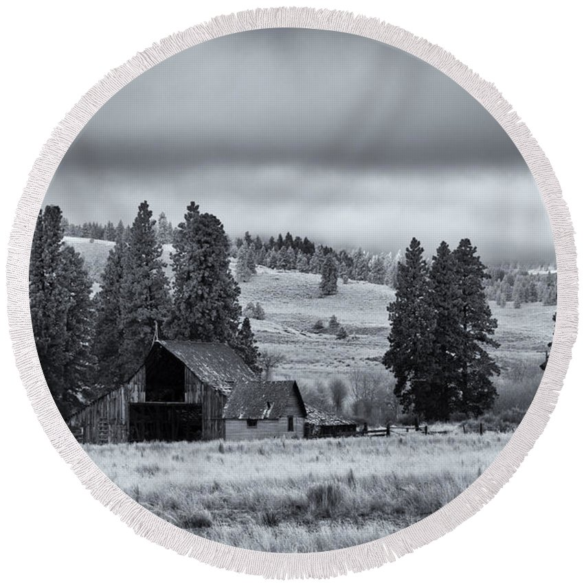 Barn Round Beach Towel featuring the photograph Weathered Beneath The Storm by Mike Dawson