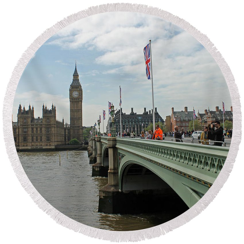 Westminster Bridge Round Beach Towel featuring the photograph Westminster Bridge by Tony Murtagh