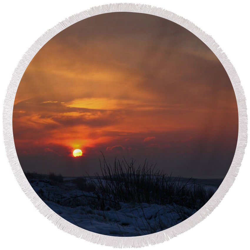 Sundown Round Beach Towel featuring the photograph When The Sun Goes Down by Annie Snel