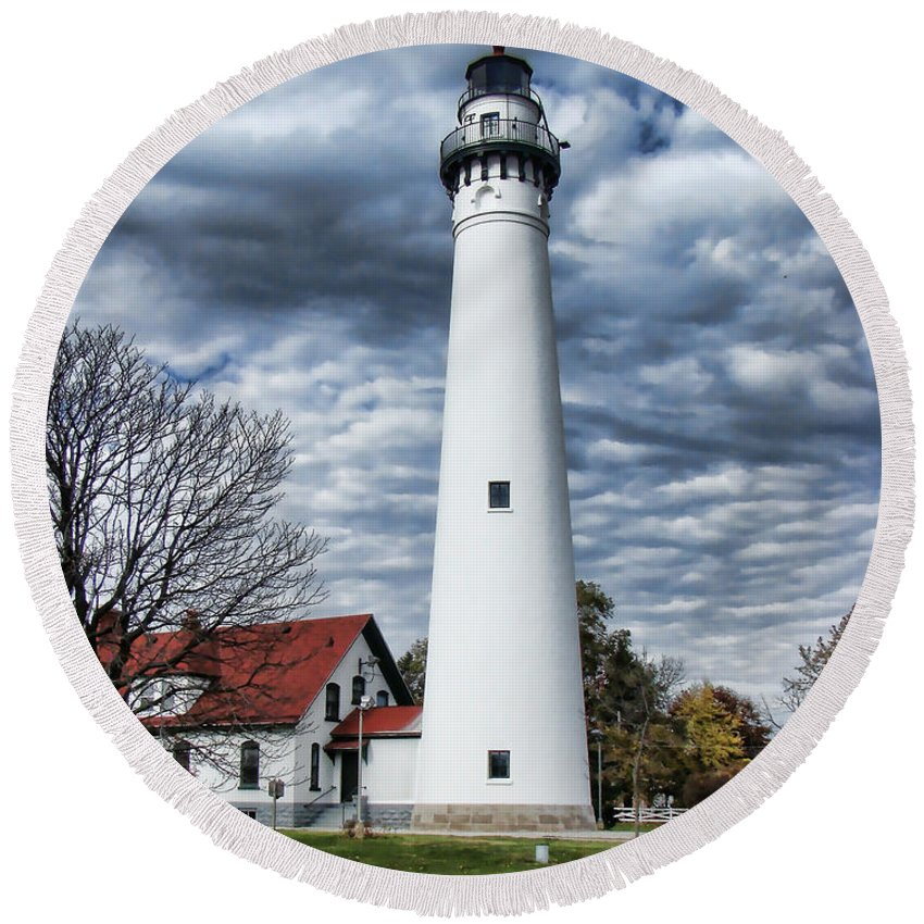 Wind Point Lighthouse Round Beach Towel featuring the photograph Wind Point Lighthouse by Phyllis Taylor