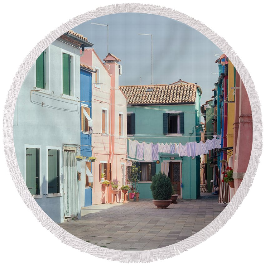 Italy Round Beach Towel featuring the photograph Windstill .. by A Rey
