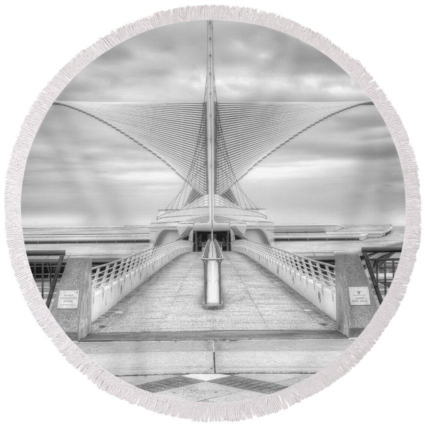 Milwaukee Round Beach Towel featuring the photograph Wing Span by Scott Norris