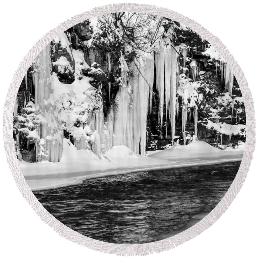 Winter Round Beach Towel featuring the photograph Winter At The Creek Monochrome by Darleen Stry