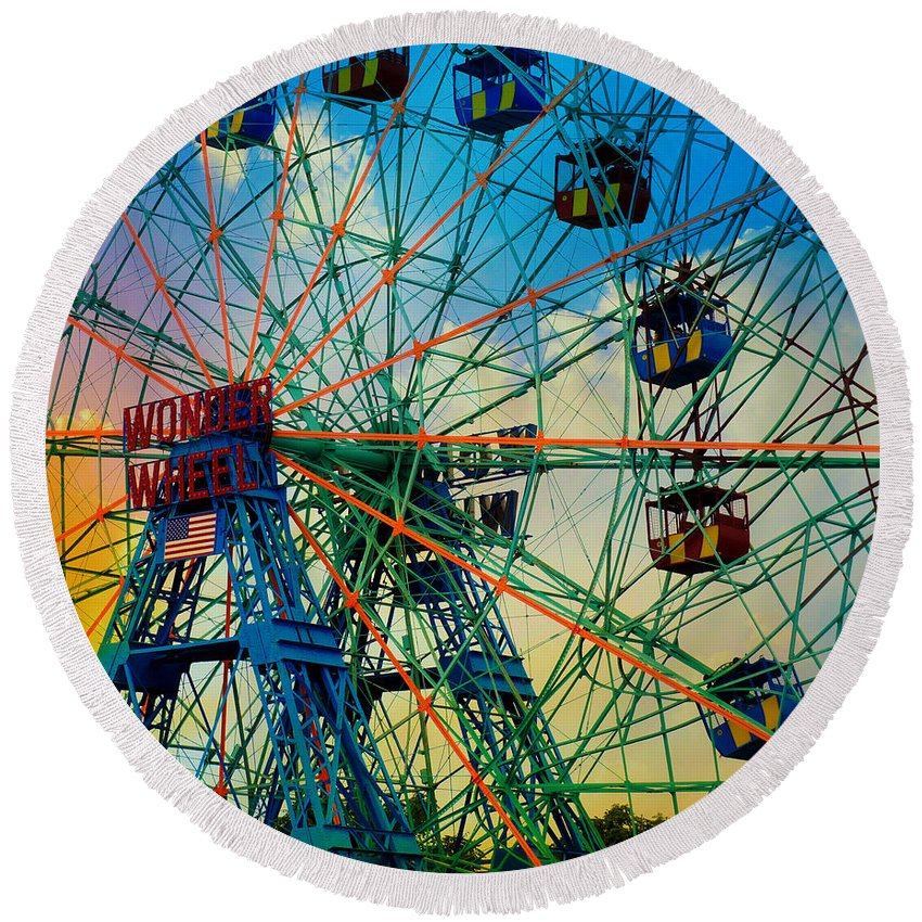 Ferris Wheel Round Beach Towel featuring the photograph Wonder Wheel by Lilliana Mendez