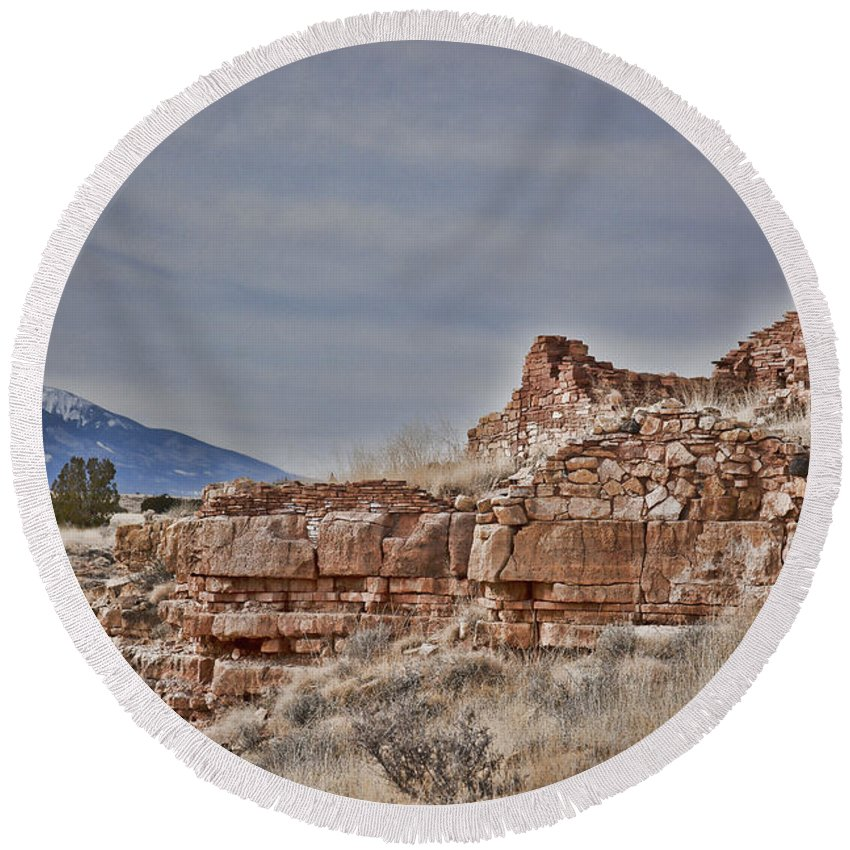 San Francisco Peaks Round Beach Towel featuring the photograph Wupatki National Monument-ruins V15 by Douglas Barnard