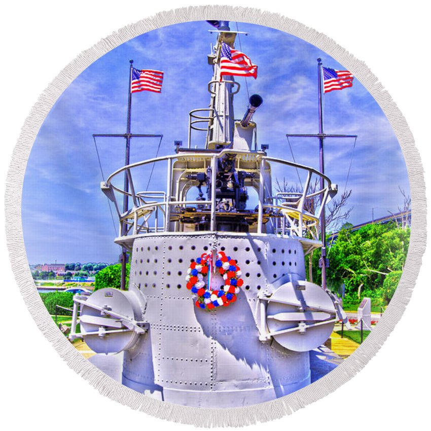 Groton Round Beach Towel featuring the photograph Ww II Submarine Memorial by Joe Geraci