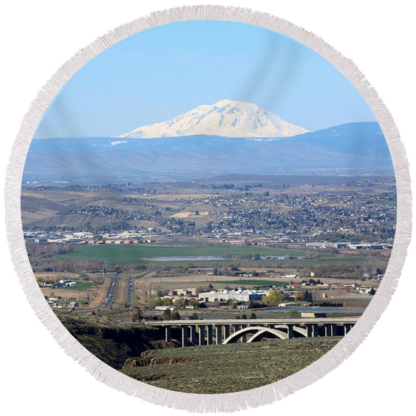 Yakima Valley Round Beach Towel featuring the photograph Yakima Valley Outlook With Mount Adams by Carol Groenen