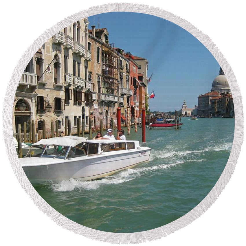Zooming On The Canals Of Venice Round Beach Towel featuring the photograph Zooming On The Canals Of Venice by John Malone