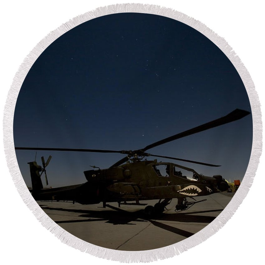 Ah-64 Round Beach Towel featuring the photograph An Ah-64d Apache Longbow Block IIi by Terry Moore