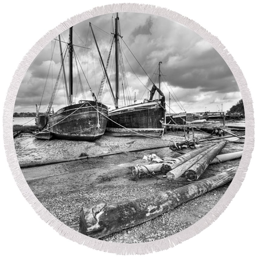 Butt And Oyster Round Beach Towel featuring the photograph Boats And Logs At Pin Mill by Gary Eason