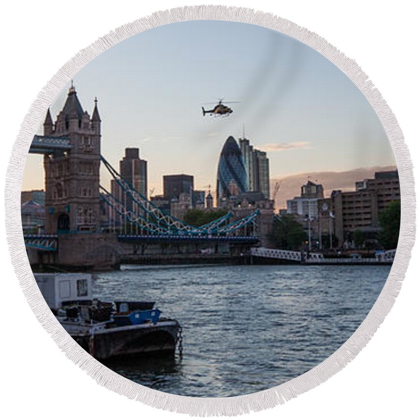 Dawn Oconnor Dawnoconnorphotos@gmail.com Round Beach Towel featuring the photograph Helicopter At Tower Bridge by Dawn OConnor