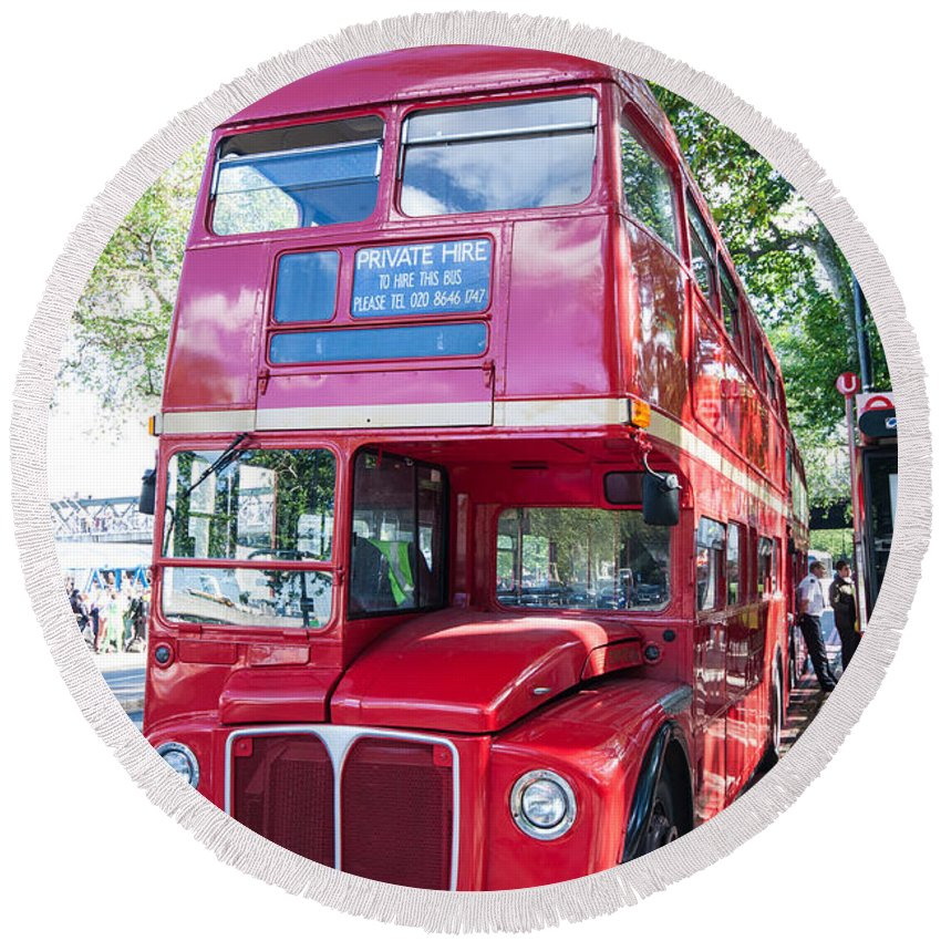 Dawn Oconnor Dawnoconnorphotos@gmail.com Round Beach Towel featuring the photograph Red London Bus by Dawn OConnor