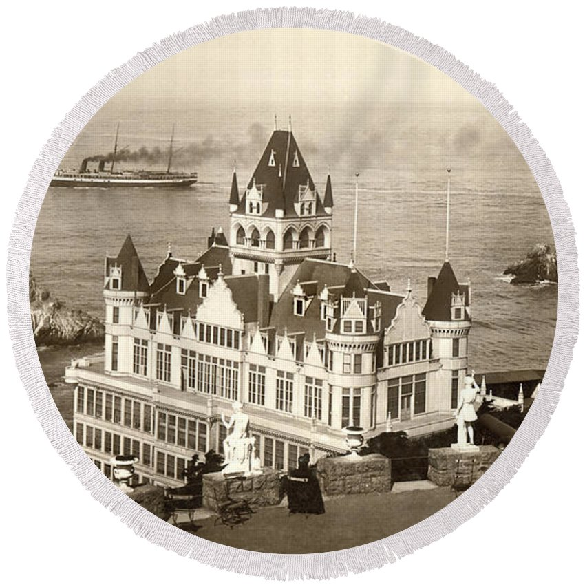 B And W Round Beach Towel featuring the photograph San Francisco Cliff House by Underwood Archives