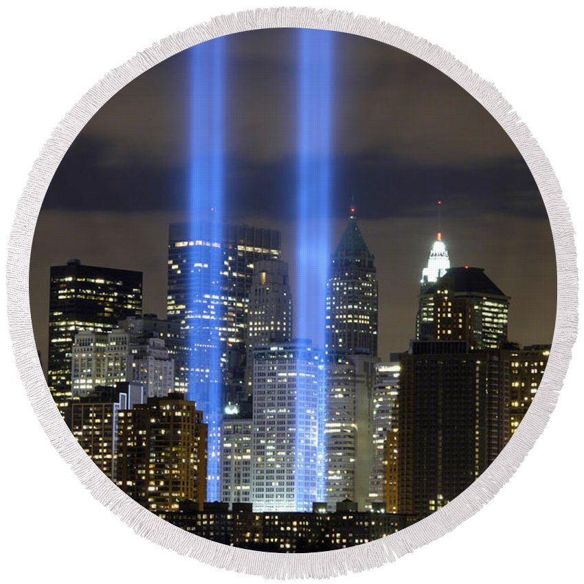 River Round Beach Towel featuring the photograph The Tribute In Light Memorial by Stocktrek Images