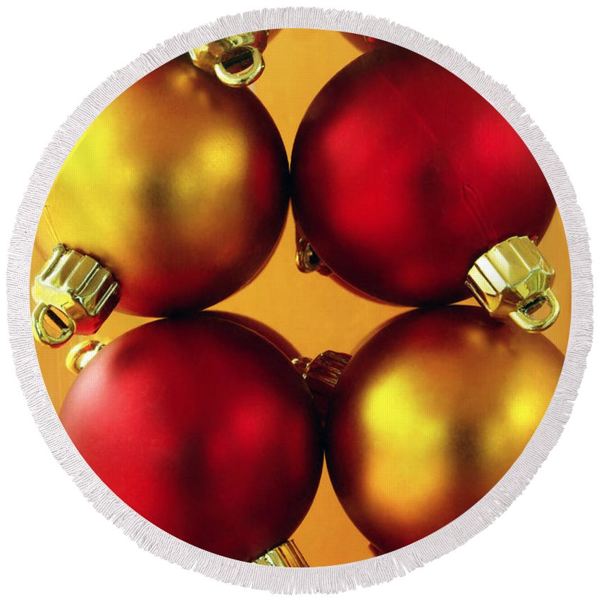 Aligned Round Beach Towel featuring the photograph Xmas Balls by Carlos Caetano