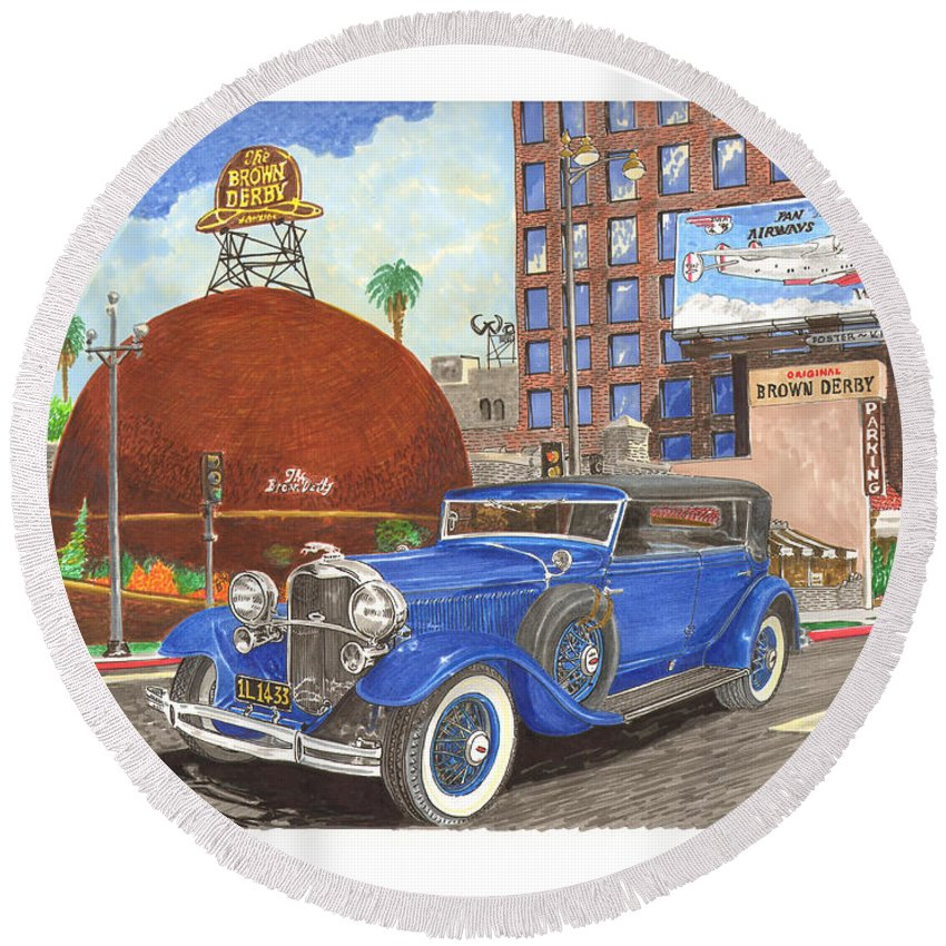 1931 Lincoln K Dietrich Bodied Phaeton In Front Of The World Famous Brown Derby Restaurant In Hollywood Round Beach Towel featuring the painting 1931 Lincoln K Dietrich Phaeton by Jack Pumphrey