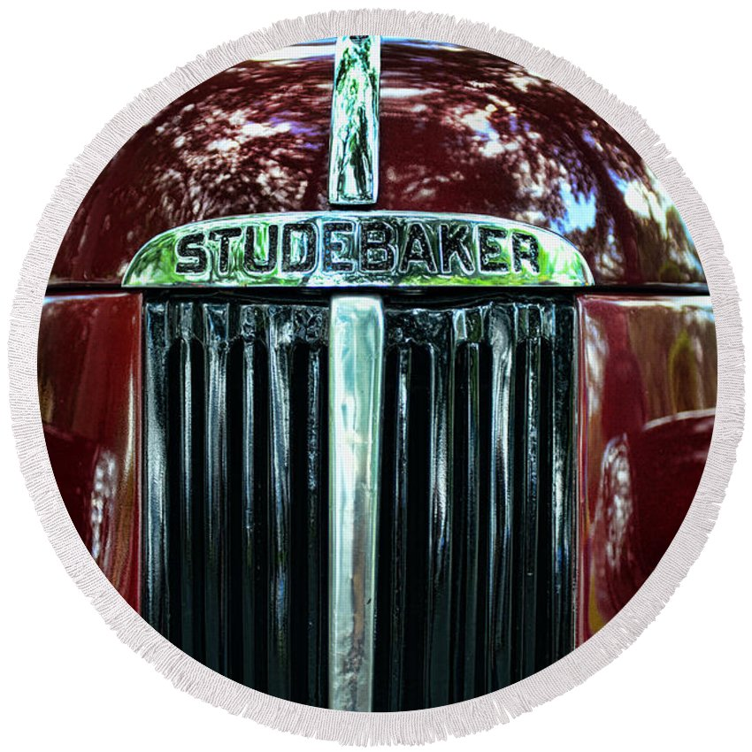 1947 Studebaker Grill Round Beach Towel featuring the photograph 1947 Studebaker Grill by Paul Ward