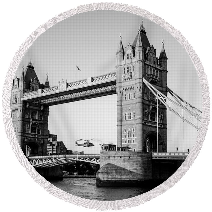 Dawn Oconnor Round Beach Towel featuring the photograph Helicopter At Tower Bridge by Dawn OConnor