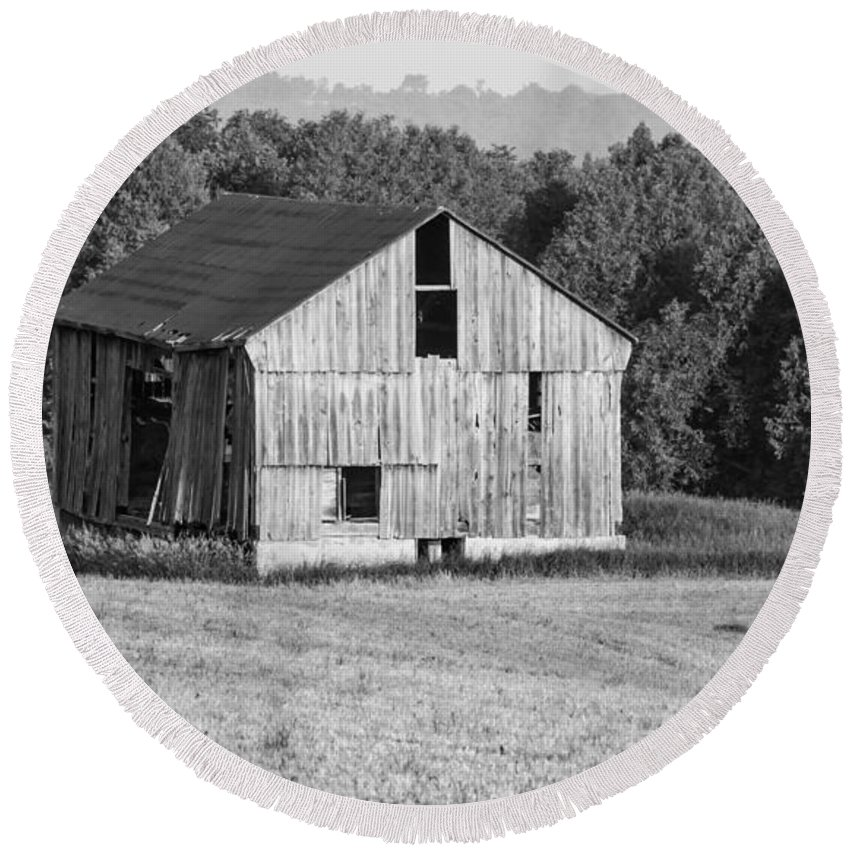 Barn Round Beach Towel featuring the photograph 2 Line Barn 15087b by Guy Whiteley
