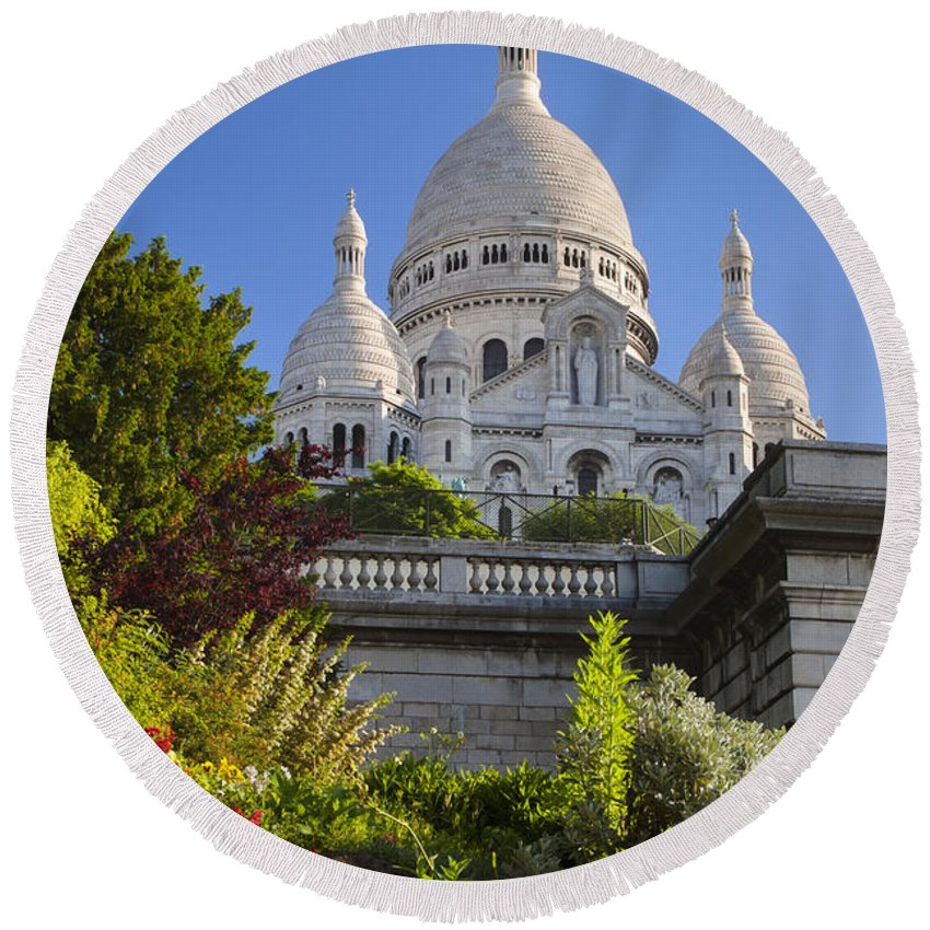 Architectural Round Beach Towel featuring the photograph Basilique Du Sacre Coeur by Brian Jannsen
