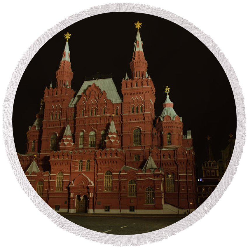 Kremlin Round Beach Towel featuring the photograph Red Square In Moscow At Night by Michael Goyberg
