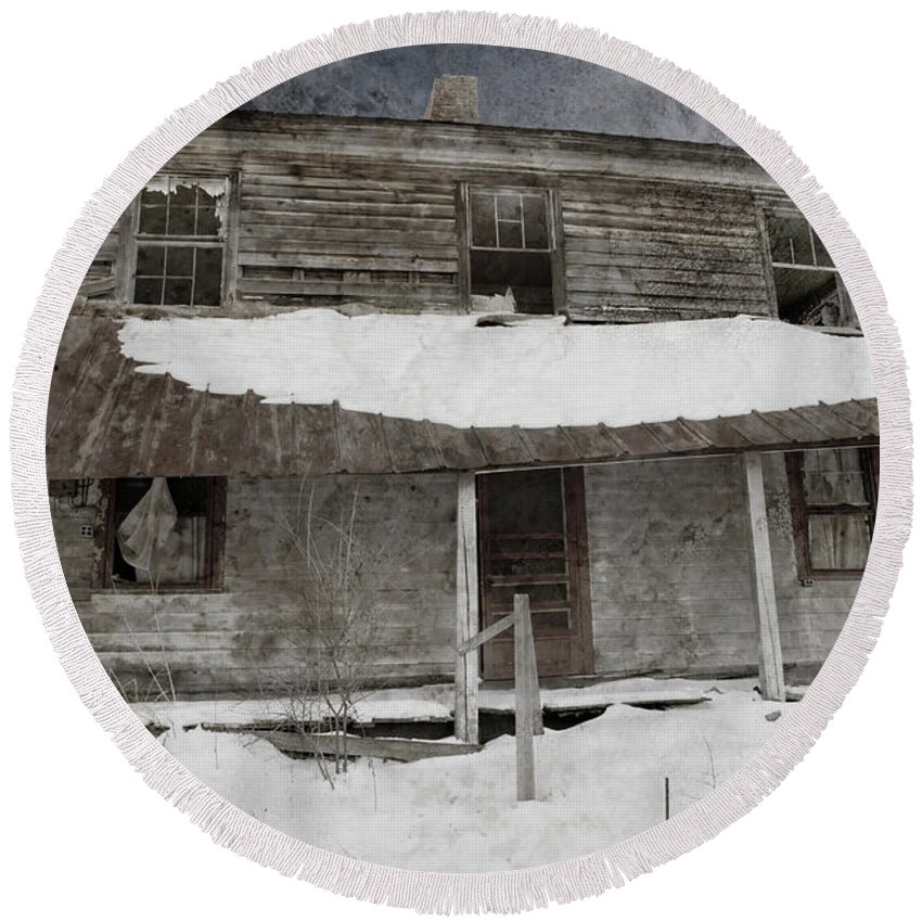 Abandoned Farmhouse Round Beach Towel featuring the photograph Snowy Abandoned Homestead Porch by John Stephens